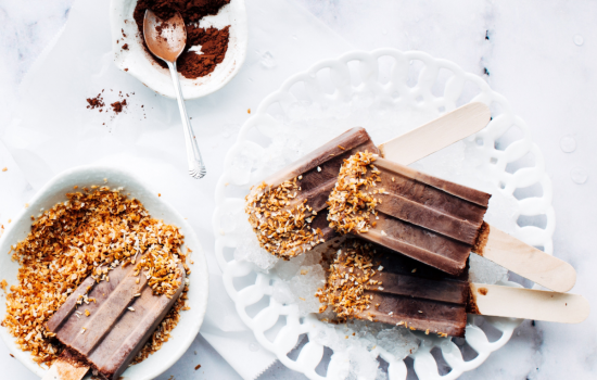 Healthy chocolate ice lollies – dairy and refined sugar free