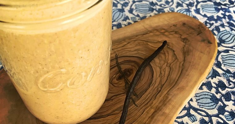 Nutty vanilla cinnamon smoothy – dairy and refined sugar free